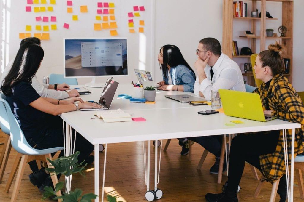 Dasar-dasar Leadership dalam Manajemen Perusahaan
